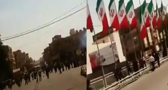 بالفيديو.. الأمن الإيراني يطلق النار على متظاهرين في الأحواز
