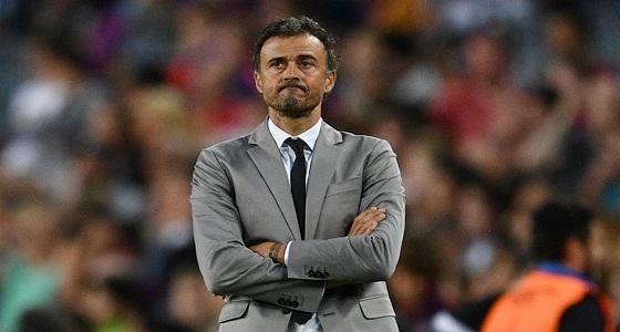 منافسة قوية بين تشيلسي وسان جيرمان الفرنسي للتعاقد مع مدرب برشلونة