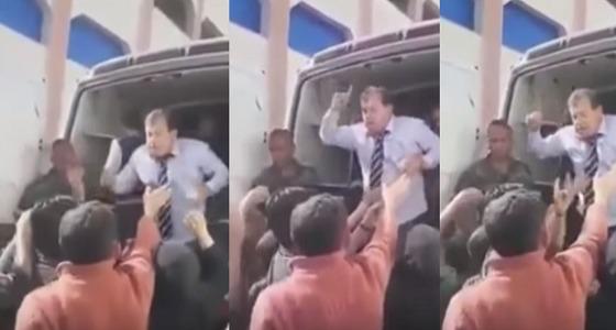 بالفيديو.. برلماني سوري يستغل حاجة أهالي الغوطة ويجبرهم على الهتاف لبشار
