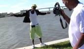 بالفيديو.. سقوط شاب في المياه لحظة خضوعه لجلسة تصوير