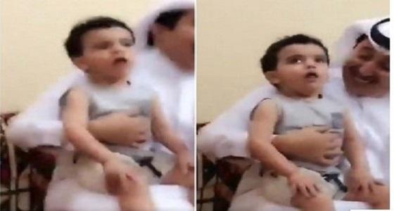 شرطة الشرقية تعلن القبض على الشخص الذي أجبر طفلًا على التدخين