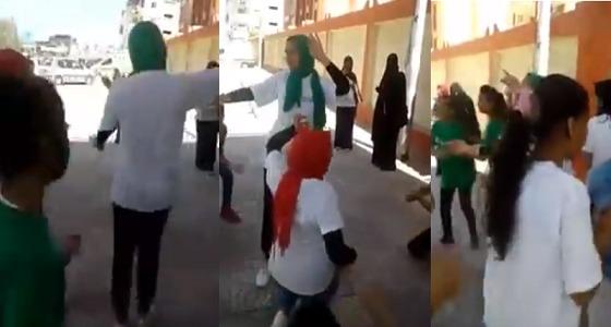 بالفيديو.. فتيات مصريات يشعلن لجان الانتخابات رقصًا