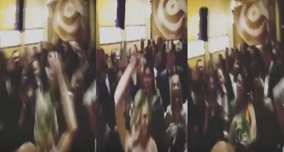 بالفيديو.. رقص مثير لجورج بوش يثير الجدل