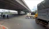 بالفيديو.. سائق دراجة نارية ينجو من الموت بطريقة مرعبة