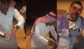 بالفيديو.. الاعتداء على وافد وسرقته في الرياض