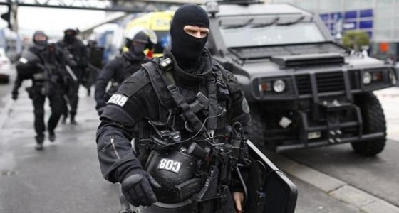 إطلاق نار واحتجاز رهائن بمتجر جنوب فرنسا