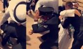 بالفيديو.. مشهد مؤثر لضابط كويتي مع والده في حفل تخرجه