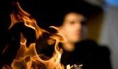 رجل يضرم النار في أولاده الأربعة