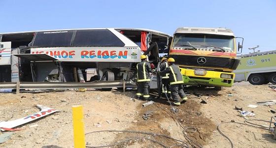 بالصور.. مصرع وإصابة 28 شخصا في حادث تصادم مروع بمكة
