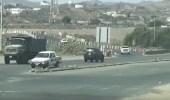 بالفيديو.. 10 مخالفات مرورية في 3 دقائق في شارع بالعارضة