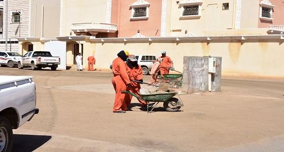 بالصور.. رئيس بلدية طريف العنزي نعمل على رفع مستوى النظافة في المحافظة