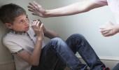 نفسيون وقانونيون يكشفون أسباب العنف ضد الأطفال وعقوباته