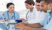 500 طبيب و150 طالب طب يحتجون على زيادة رواتبهم