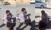 بالصور.. أفغاني يلقن لص يمني درسًا قاسيًا
