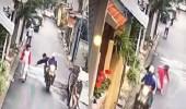 بالفيديو.. لصان يسرقان كلبا من يد فتاة بالشارع