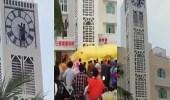 بالفيديو.. سقوط مروع لشاب من فوق برج