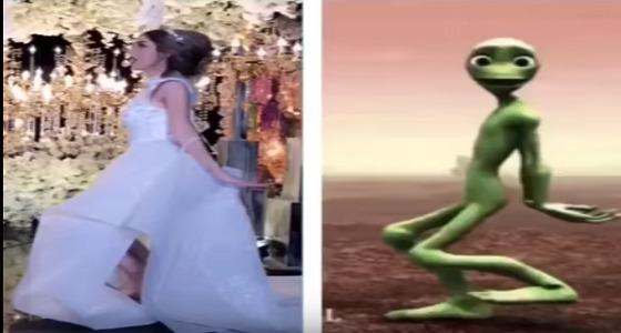 بالفيديو..عروس تقلد رقصة الكائن الفضائي الشهيرة