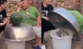 بالفيديو.. شاب ينفذ مقلبا قاسيا في صديقه البدين