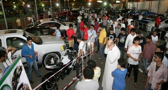 معارض السيارات تقدم تخفيضات لمواجهة ركود المبيعات