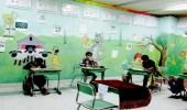 """"""" جنة من الألوان """" .. معلم يصنع عالم خيالي لطلابه داخل الفصول"""