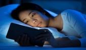 مخاطر وأضرار الضوء المنبعث من هاتفك على بشرتك