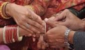شاب يساعد زوجته في الزواج من عشيقها