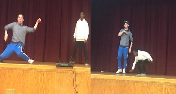 بالفيديو.. طالب يتحدى معلمه في الرقص