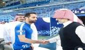 بالصور.. الوليد بن طلال يحفز لاعبي الهلال قبل مواجهة الأهلي