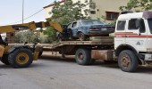 بالصور.. بلدية طريف تزيل 127 سيارة وهياكل تالفة و268 لوحة عشوئية