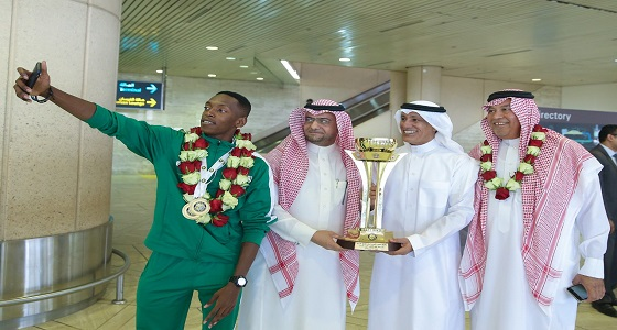 بالصور.. العنزي وبكر يستقبلان بعثة المنتخب السعودي لألعاب القوى