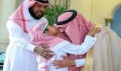 بالصور.. أمير الجوف يكرم طالبًا أنقذ زميله في المدرسة