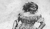 """"""" المرأة القرد """" عانت من الجرائم الإنسانية في محياها ومماتها"""