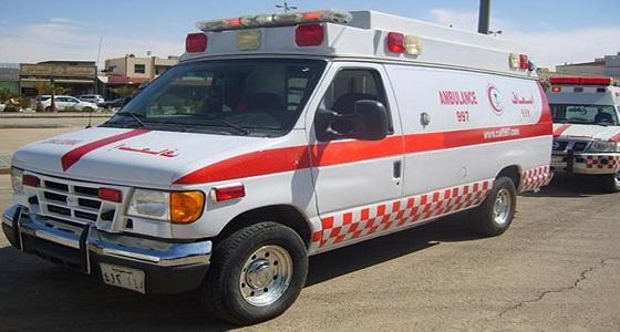 مصرع وإصابة 3 أشخاص في اصطدام مركبة بـ 4 شاحنات على طريق الساحل