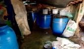 بالصور.. مصادرة 7 آلاف لتر من الخمور في تنومة بعسير