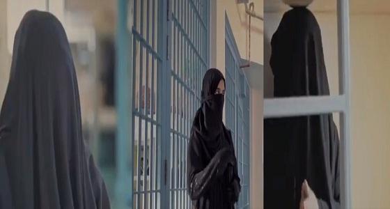 بالفيديو.. فتيات يروين قصص تهريبهن المخدرات للمملكة وكيف تم كشف حيلهن