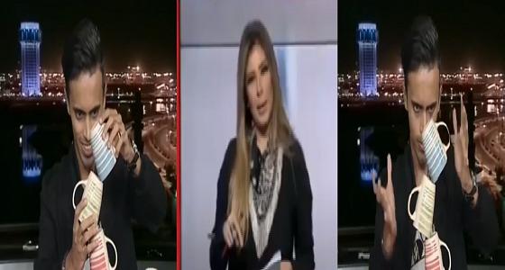"""بالفيديو.. يمني يتحدى التوازن وينفذ تجربة على الهواء مباشرة.. ومذيعة """" العربية """" تتلاعب بأعصابه"""