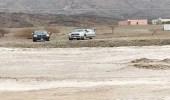 السيول تحتجز محافظ  و4 مسؤولين في الباحة