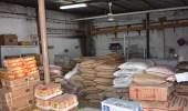 بلدية محافظة طريف تضبط مستودعا مخالفا وتصادر 4 طن من المواد الغذائية الفاسدة