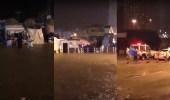 بالفيديو.. السيول تداهم المحلات التجارية بجوار الحرم المكي