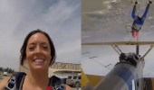 بالفيديو.. فتاة تقفز من طائرة مقلوبة بطريقة مروعة
