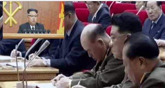 قائد أركان جيش كوريا الشمالية يغفو أثناء خطاب زعيم البلاد