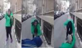 بالفيديو.. فتاة تسقط صديقتها بطريقة مروعة على الرصيف