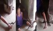 بالفيديو.. سيدة تقيد شقيقتها بالسلاسل الحديدية لسبب غريب