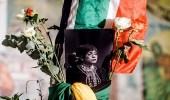 بالصور.. الحزن يجوب جنوب أفريقيا بعد وفاة زوجة الزعيم نيلسون مانديلا