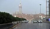 أمطار رعدية مصحوبة بزخات برد تحد من الرؤية بمكة المكرمة