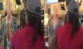 بالفيديو..عاملة مطعم تصفع زبونة على وجهها