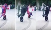 بالفيديو.. عروسان يشعلان حفل زفافهما بتحدي الرقص بالدراجات النارية