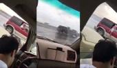 بالفيديو.. مفحط مستهتر يتسبب في حادث تصادم شنيع