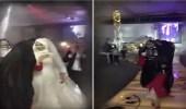 """بالفيديو.. صديقات عروس يفاجئنها بزفة """" ريا وسكينة """""""