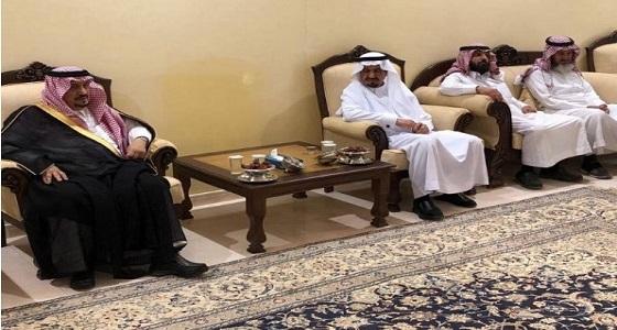 أمير الرياض يقدم واجب العزاء لأسرة آل عبدالله